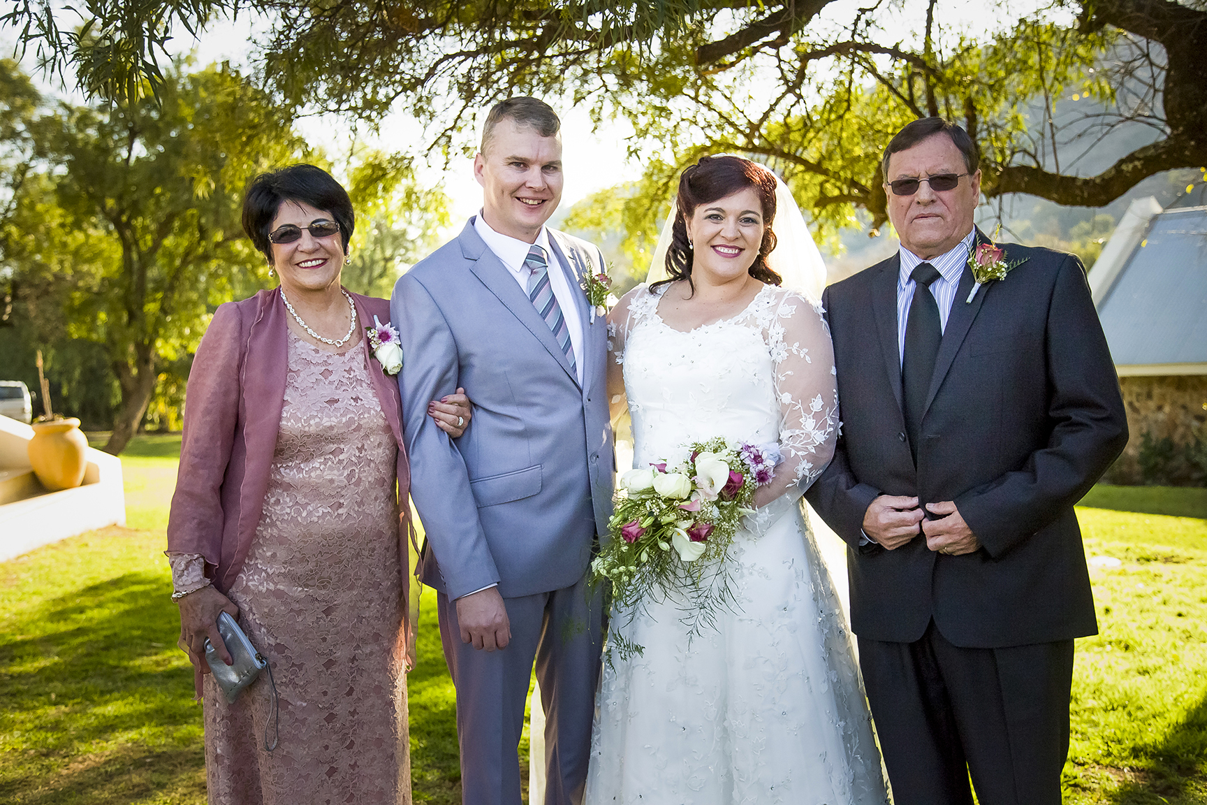 How to save time on your family photos on your wedding day